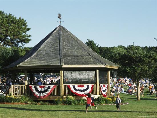 darlyne-a-murawski-bandstand-and-crowd-during-a-summer-concert