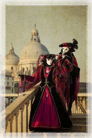 darrell-gulin-elaborate-costume-for-carnival-venice-italy