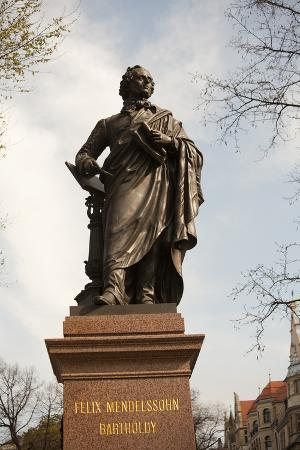 dave-bartruff-statue-of-felix-mendelssohn-st-thomas-church-church-of-bach-leipzig-germany