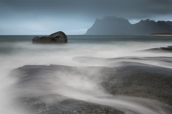 david-clapp-water-breaks-over-rocks-at-uttakleiv-lofoten-islands-arctic-norway-scandinavia-europe