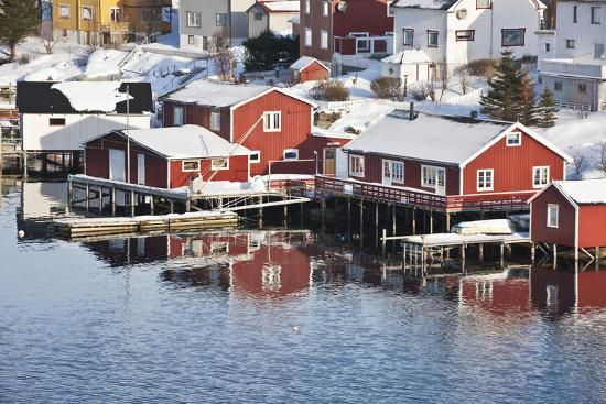 david-clapp-wooden-cabins-at-the-waters-edge-in-the-town-of-raine-in-the-lofoten-islands-arctic-norway