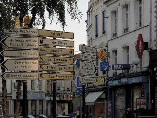 david-hughes-signs-in-town-centre-st-omer-pas-de-calais-france