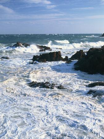 david-hughes-waves-breaking-on-the-rocks-along-the-corniche-d-esterel-alpes-maritimes-provence-france