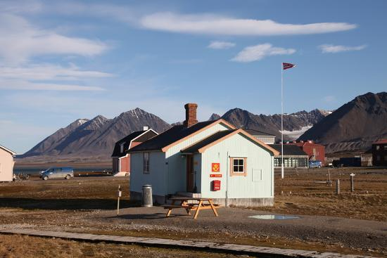 david-lomax-most-northerly-post-office-in-the-world-ny-alesund-svalbard-norway-scandinavia-europe