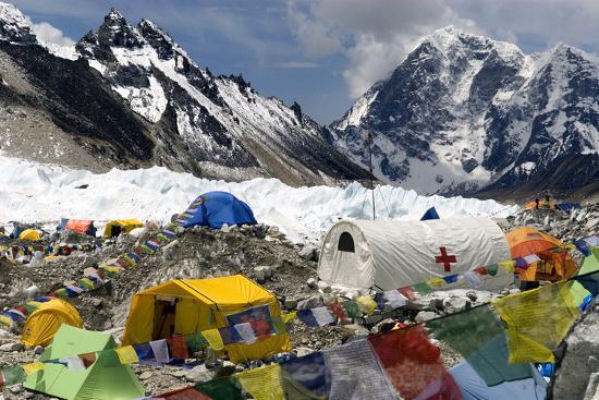 david-noyes-tents-of-mountaineers-scattered-along-khumbu-glacier-base-camp-mt-everest-nepal