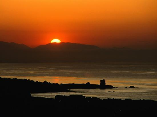 david-tomlinson-sunset-over-the-costa-del-sol-and-the-ancient-watchtower-at-estepona-malaga-andalucia-spain