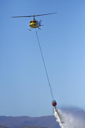 david-wall-iroquois-helicopter-monsoon-bucket-warbirds-over-wanaka-war-plane-new-zealand