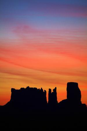 david-wall-navajo-nation-monument-valley-sunrise-over-mitten-rock-formations