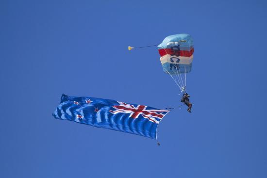 david-wall-rnzaf-sky-diving-new-zealand-flag-warbirds-over-wanaka-south-island-new-zealand