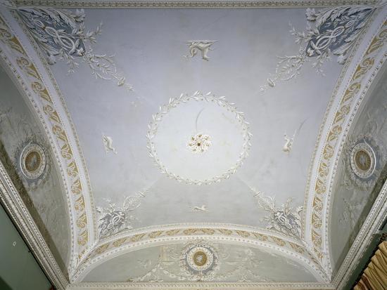 decorated-stucco-ceiling-in-empire-style-villa-carlotta-tremezzo-italy