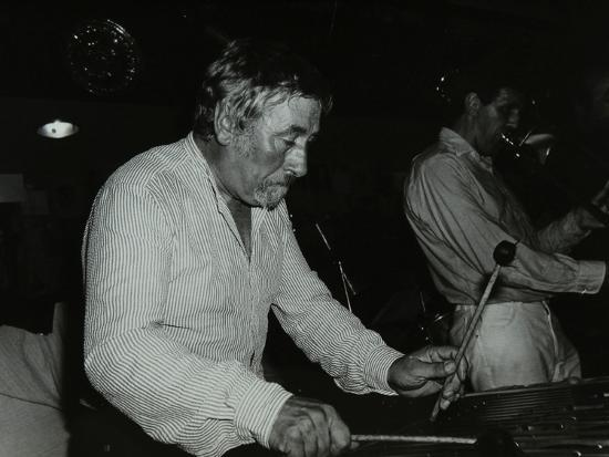 denis-williams-bill-le-sage-playing-the-vibraphone-at-the-bell-codicote-hertfordshire-12-september-1982
