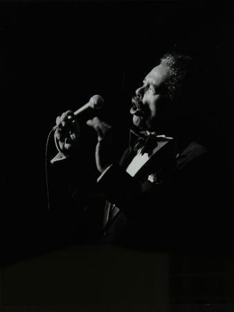 denis-williams-billy-eckstine-in-full-song-at-the-forum-theatre-hatfield-hertfordshire-12-june-1980