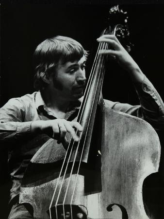 denis-williams-double-bassist-ron-mathewson-playing-at-the-forum-theatre-hatfield-hertfordshire-23-january-1982
