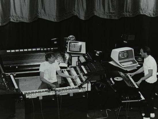denis-williams-german-electronic-musician-klaus-schulze-at-the-forum-theatre-hatfield-hertfordshire-1983
