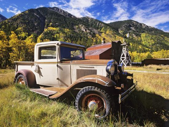 dennis-flaherty-old-international-pickup-near-lake-city-colorado-usa