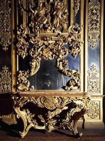 detail-from-piece-of-furniture-in-gallery-of-portraits-in-carignano-palace-turin-italy
