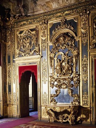 detail-of-decorations-in-gallery-of-portraits-in-carignano-palace-turin-italy