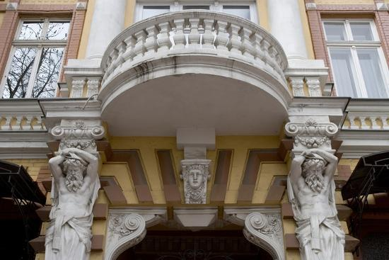 detail-of-the-decoration-on-the-facade-of-jugendstil-building-odessa-ukraine