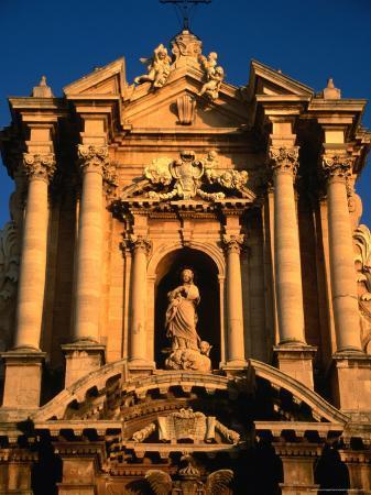 diana-mayfield-baroque-facade-of-il-duomo-syracuse-sicily-italy