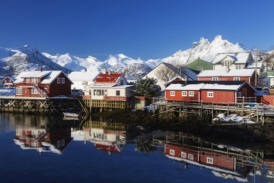 dieter-meyrl-norway-lofoten-reine-houses-water-mountains