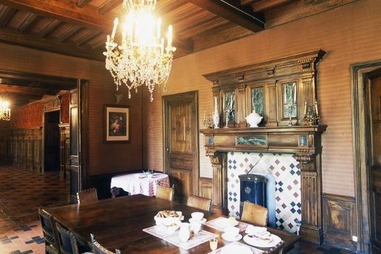 dining-room-of-chateau-of-grezan-languedoc-roussillon-france