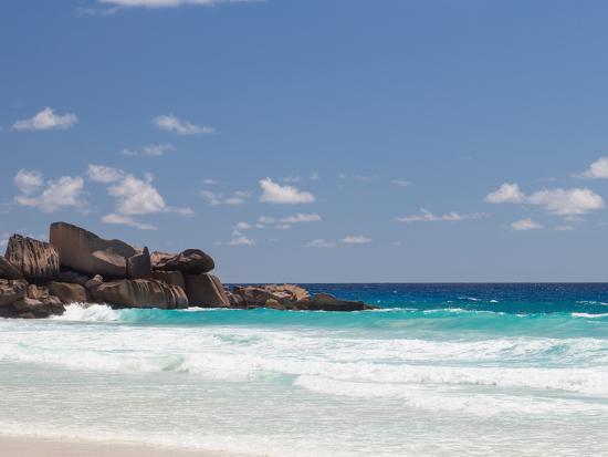 dizainera-beach-with-large-stones