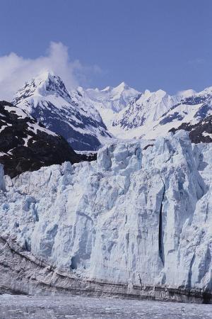 dlillc-margerie-glacier-emerging-from-mountain-range