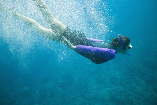 dlillc-snorkeler-diving-underwater