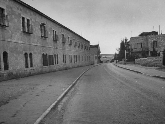 dmitri-kessel-typical-deserted-street