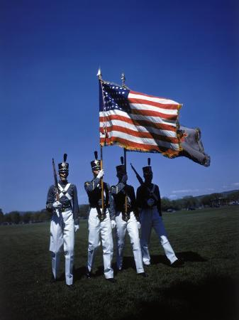 dmitri-kessel-west-point-cadets-carrying-us-flag