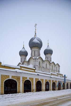 domes-of-cathedral-of-assumption-16th-century-at-kremlin-rostov-veliky-golden-ring-russia