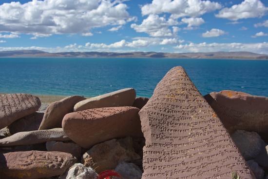 dong-lei-mani-stone-with-mantra-at-namtso-lake-holy-mountain-qinghai-tibet-plateau-tibet-china-asia