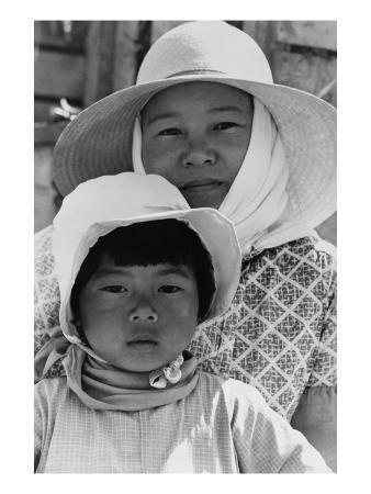 dorothea-lange-japanese-mother-and-daughter-agricultural-workers