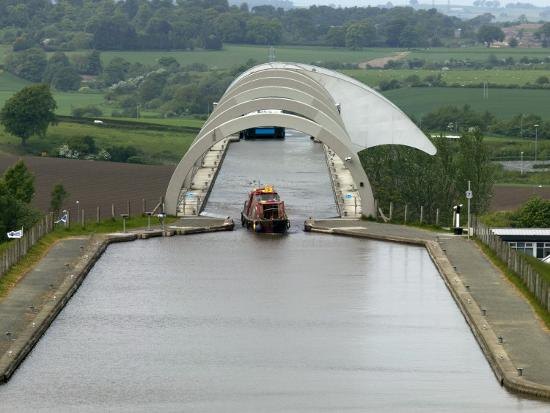 doug-mckinlay-falkirk-wheel-canal-boatlift