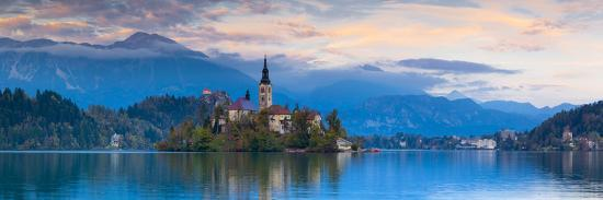 doug-pearson-bled-island-with-the-church-of-the-assumption-and-bled-castle-illuminated-at-dusk-lake-bled