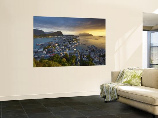 doug-pearson-elevated-view-over-alesund-at-sunset-sunnmore-more-og-romsdal-norway