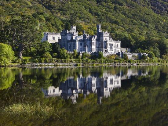 doug-pearson-kylemore-abbey-reflected-in-lake