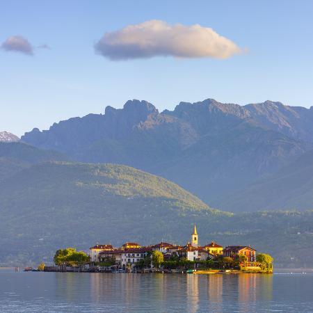 doug-pearson-the-idyllic-isola-dei-pescatori-fishermen-s-islands-illuminated-at-sunrise-borromean-islands