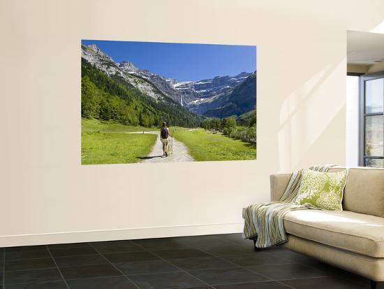 doug-pearson-walker-cirque-de-gavarnie-pyrenees-national-park-hautes-pyrenees-midi-pyrenees-france