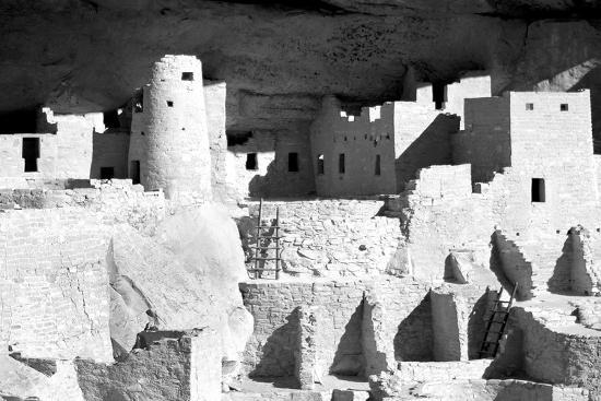 douglas-taylor-cliff-palace-ruins-bw