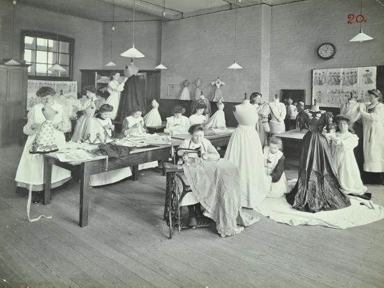 dressmaking-class-borough-polytechnic-southwark-london-1907