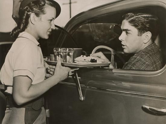 drive-in-restaurant-in-hollywood-los-angeles