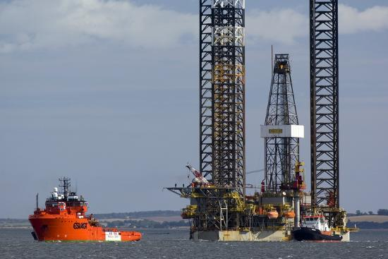 duncan-shaw-jackup-oil-drilling-rig-north-sea
