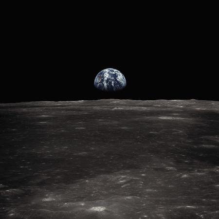 earth-rising-above-the-moon