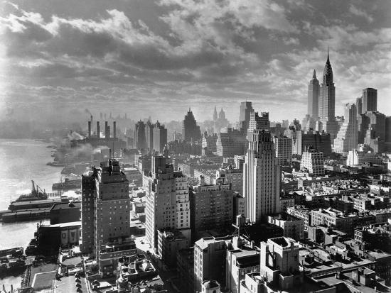 east-river-waterfront-and-manhattan-1931