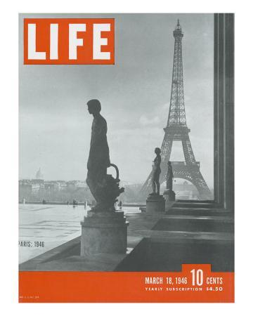 ed-clark-paris-statues-with-eiffel-tower-march-18-1946