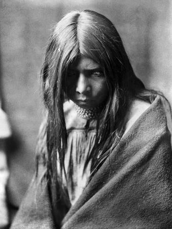 edward-s-curtis-apache-man-c1906
