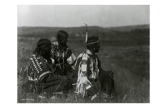 edward-s-curtis-overlooking-the-camp