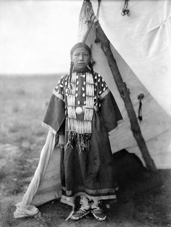 edward-s-curtis-sioux-girl-c1905