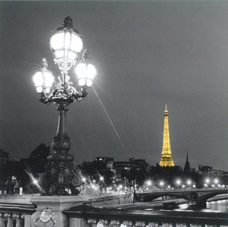 eiffel-tower-by-night